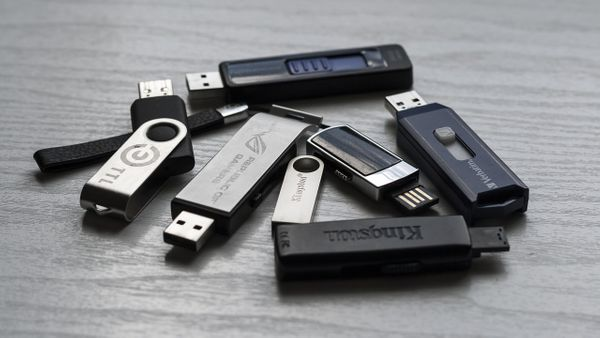 Running Restaurant Displays with USB Flash drives ? Time to say Goodbye pen drives!